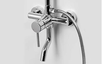 Многофункциональный смеситель для ванны