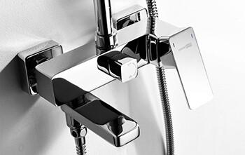 Смеситель для ванны с коротким изливом